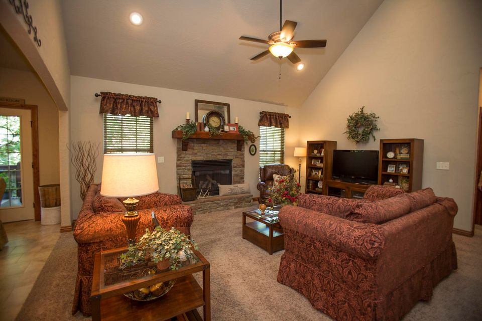 3409 North Brinnsfield Drive Ozark, MO 65721