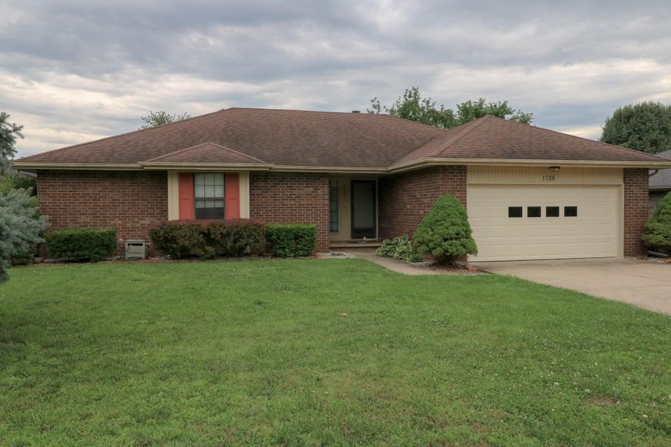 1128 West Maplewood Street Springfield, MO 65807