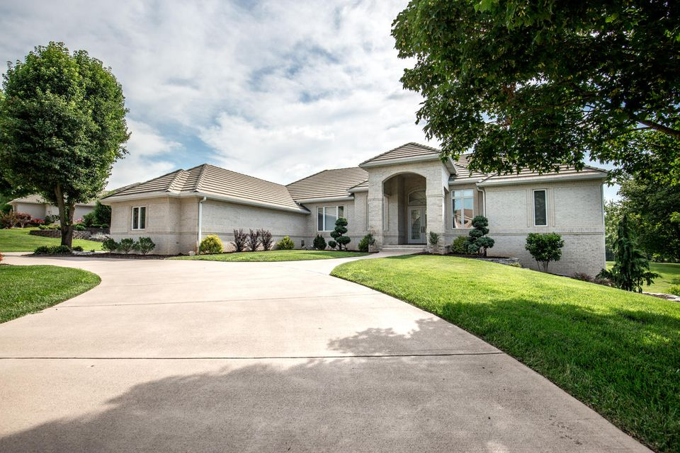 5318 South Stonehaven Drive Springfield, MO 65809
