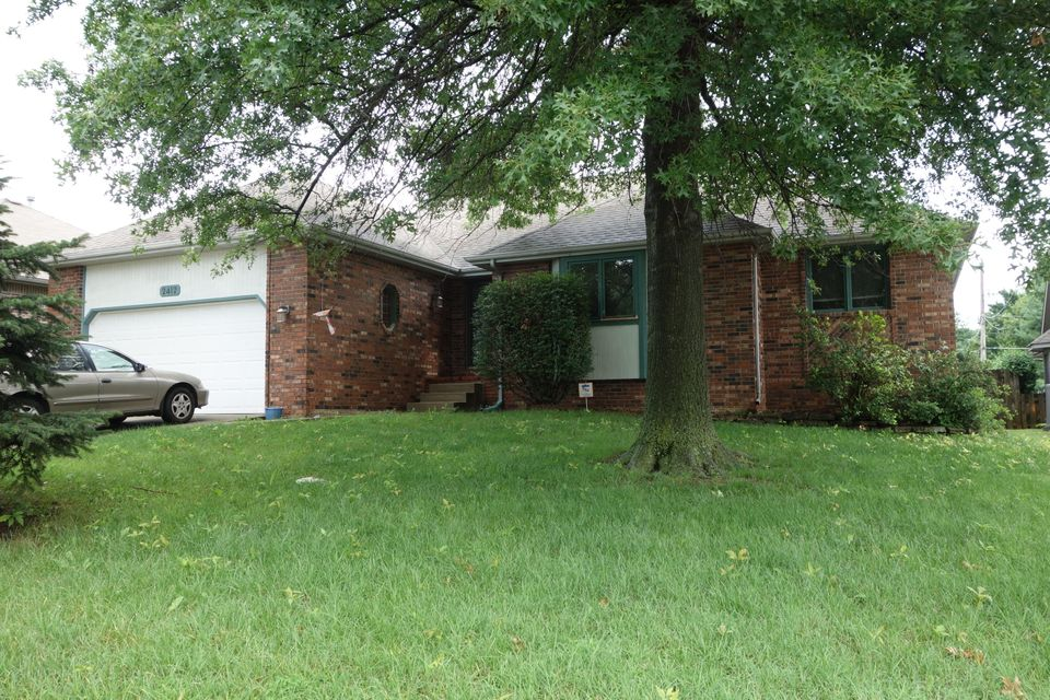 2412 South Nolting Avenue Springfield, MO 65807