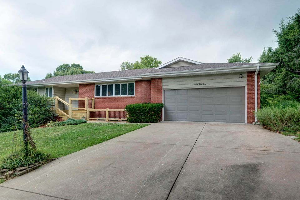 1443 South Bedford Road Springfield, MO 65809