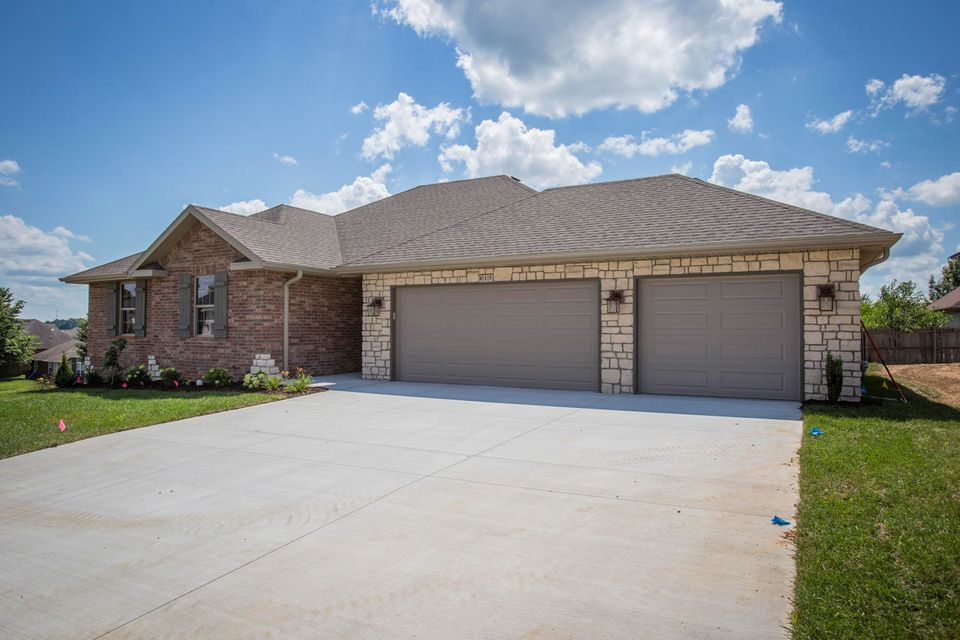 815 South Eastridge Avenue Nixa, MO 65714