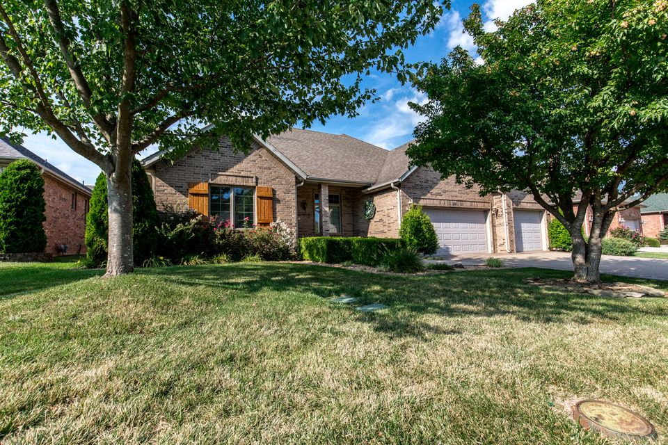 3339 East Manitoo Street Springfield, MO 65804