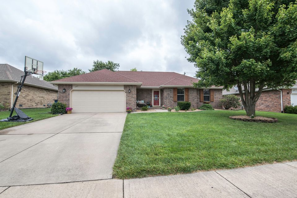 507 West Chestnut Street Nixa, MO 65714