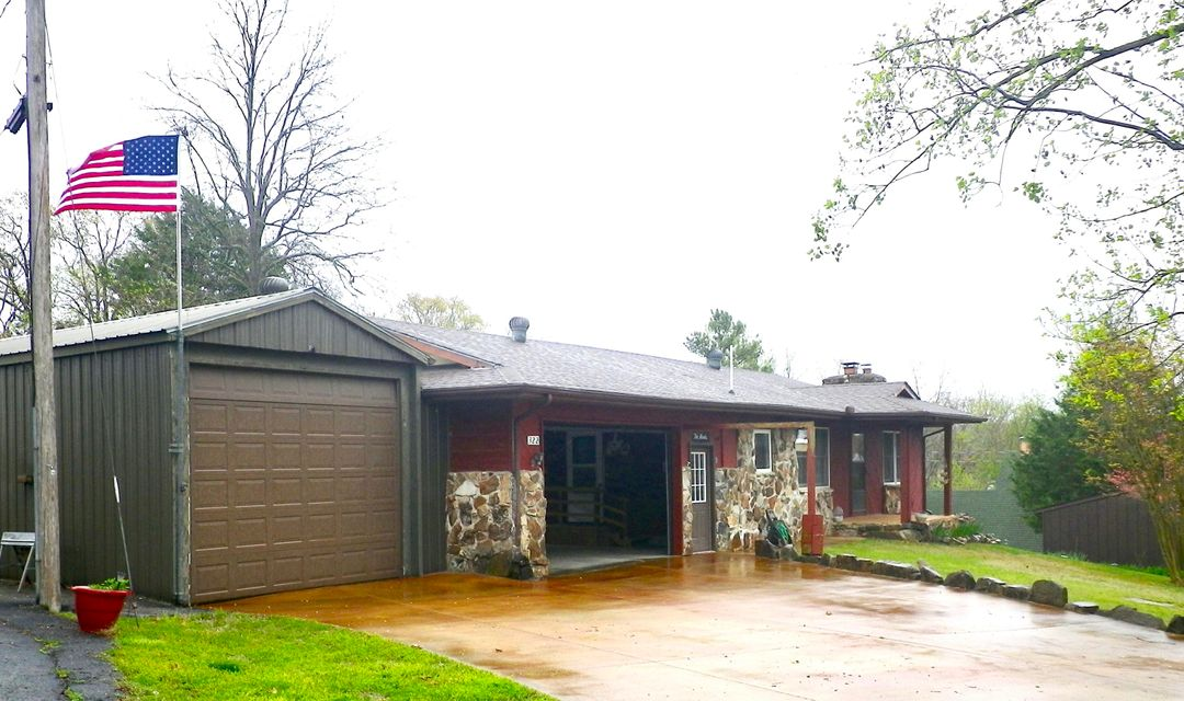 322  Tulip Road Kimberling City, MO 65686