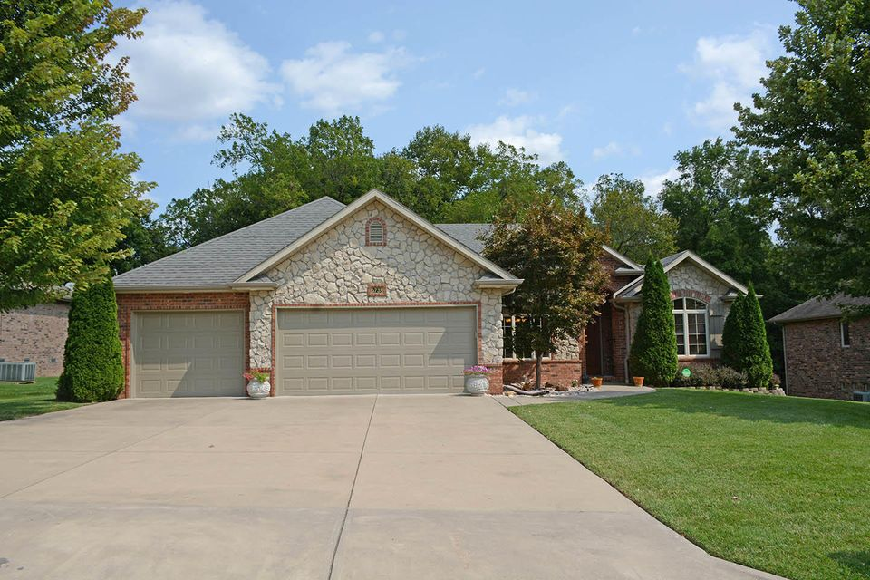 5738 South Winsor Drive Battlefield, MO 65619