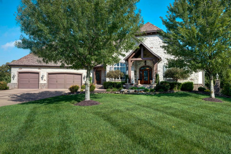 708 South Bellflower Drive Springfield, MO 65809