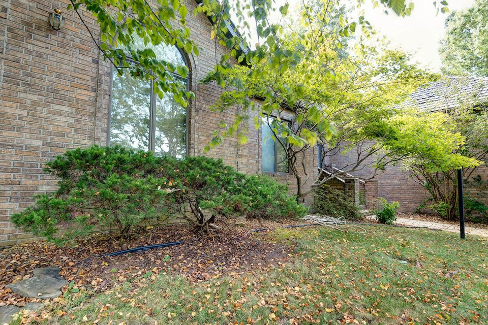 4913 South Bellhurst Avenue Springfield, MO 65804