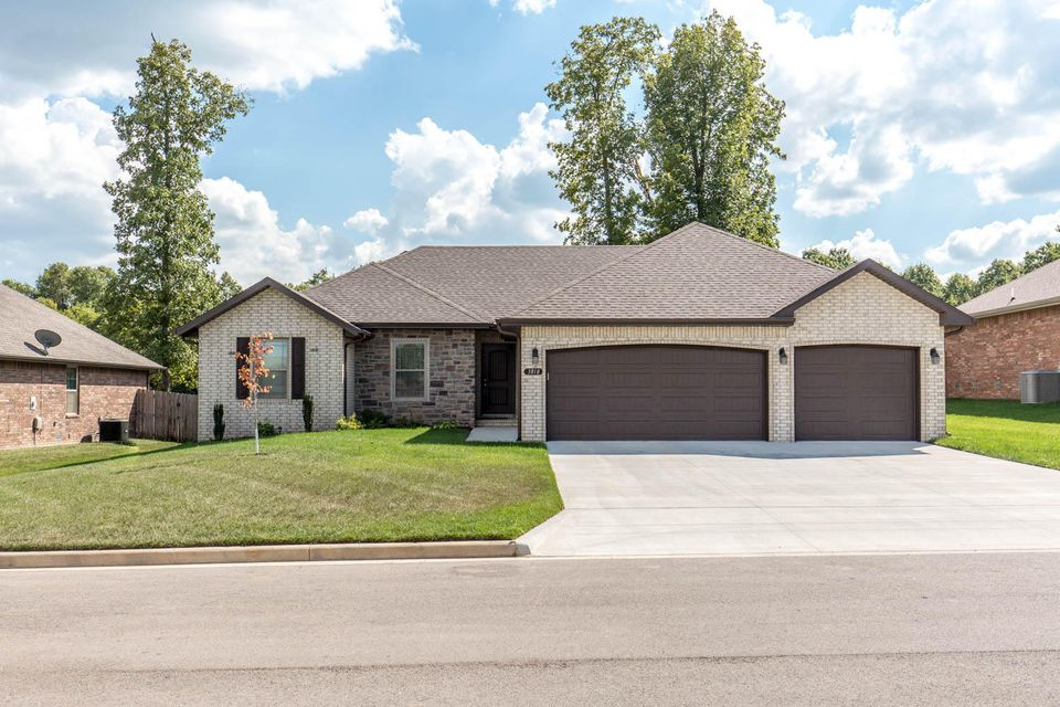 3818 West Apple Blossom Terrace Battlefield, MO 65619