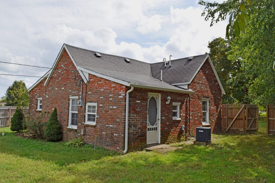 105 North Elm Avenue Clever, MO 65631
