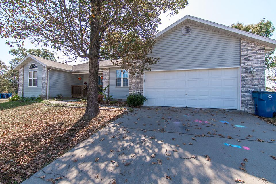 20  Clear Cove Drive Reeds Spring, MO 65737