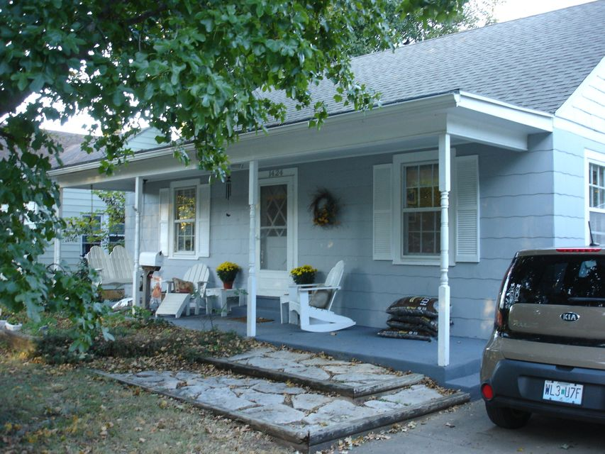1424 South Roanoke Avenue Springfield, MO 65807