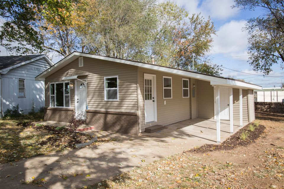 1653 East Nora Street Springfield, MO 65803