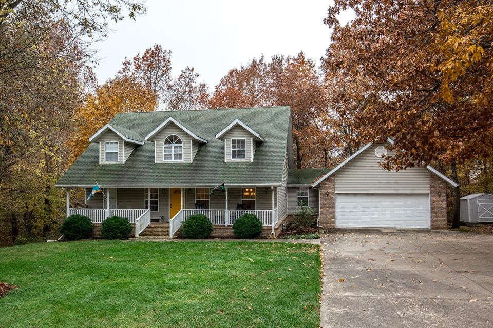 2405 South Orchard Crest Avenue Springfield, MO 65807