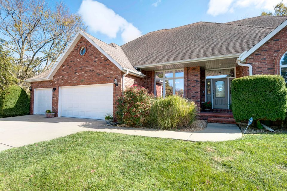 3232 South Ridgewood Court Springfield, MO 65804