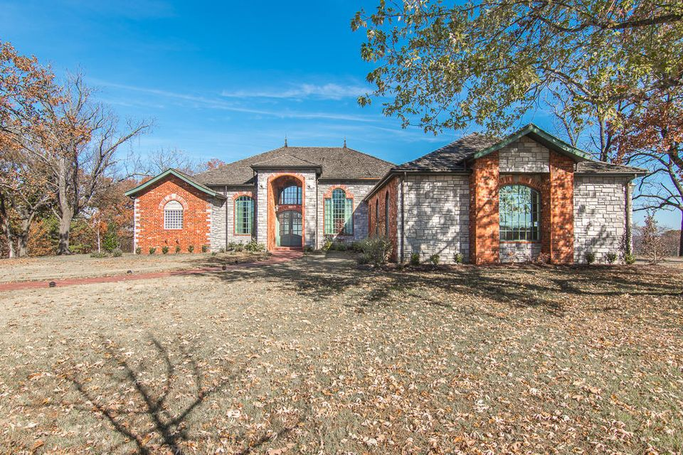 689  High Mountain Drive Hollister, MO 65672