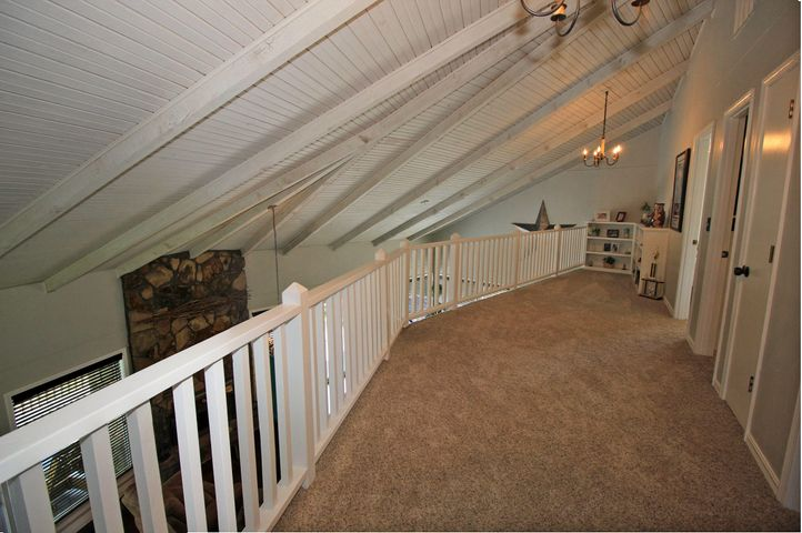 ONE OF A KIND LAKE AREA HOME – 32 MIDVIEW, KIMBERLING CITY