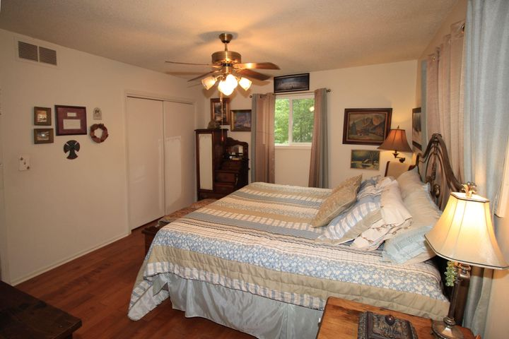 ENJOY THE AMBIANCE OF COUNTRY LIVING YET CLOSE TO BRANSON