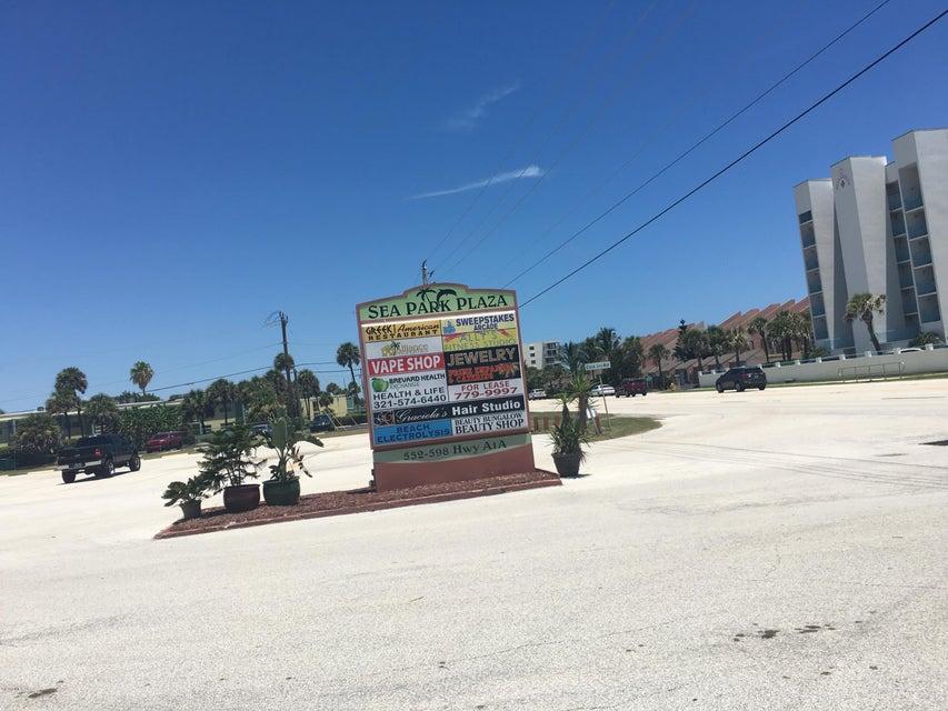 Commercial pour l Vente à 586 Highway A1a 586 Highway A1a Satellite Beach, Florida 32937 États-Unis