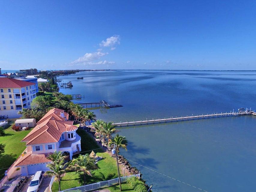 Copropriété pour l Vente à 130 Oceanus Cocoa Beach, Florida 32931 États-Unis