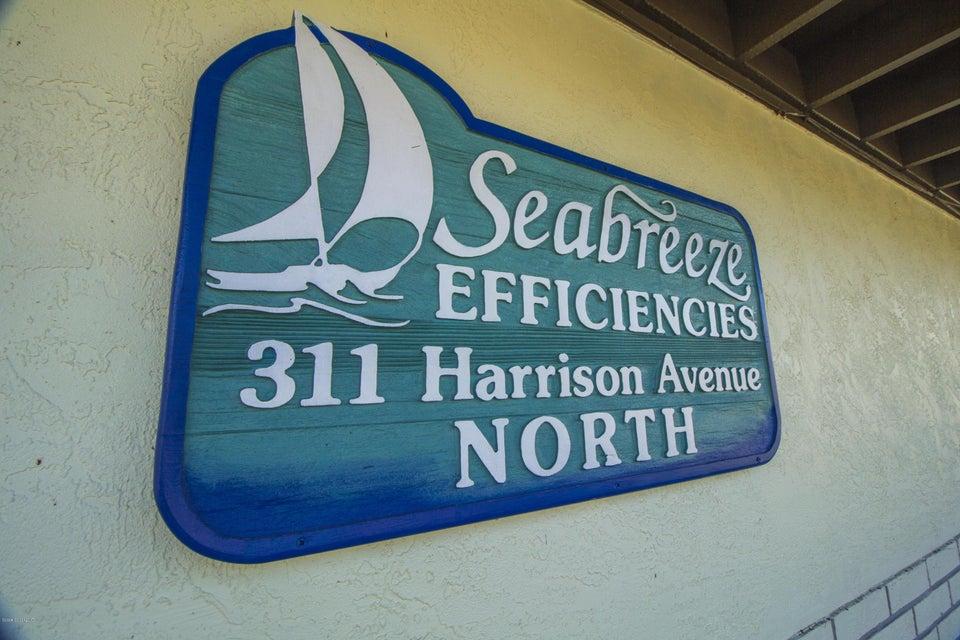 Commercial pour l Vente à 311 Harrison Avenue Cape Canaveral, Florida 32920 États-Unis