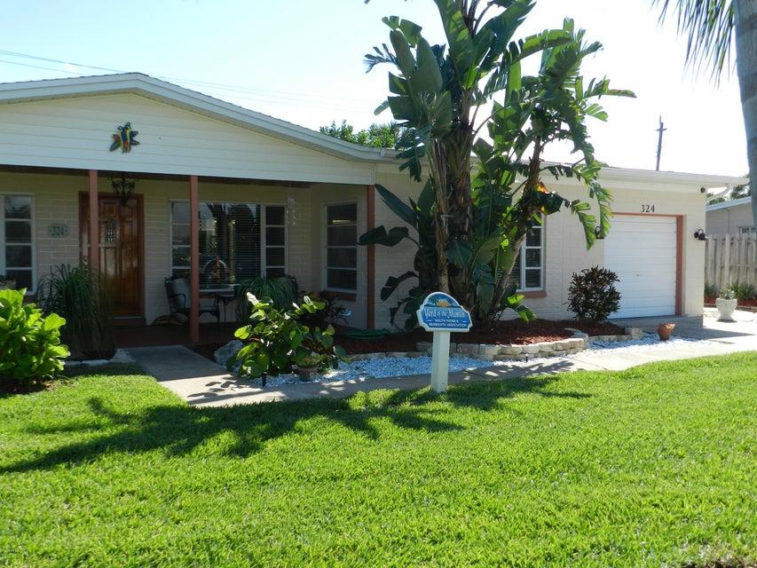 Частный односемейный дом для того Аренда на 324 W. Exeter 324 W. Exeter Satellite Beach, Флорида 32937 Соединенные Штаты