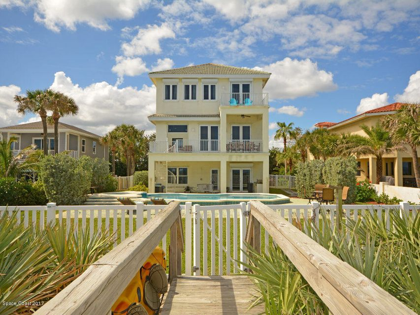 Maison unifamiliale pour l Vente à 735 Beach Satellite Beach, Florida 32937 États-Unis