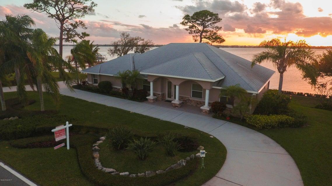3195 Tropical Trl, Merritt Island, FL 32952