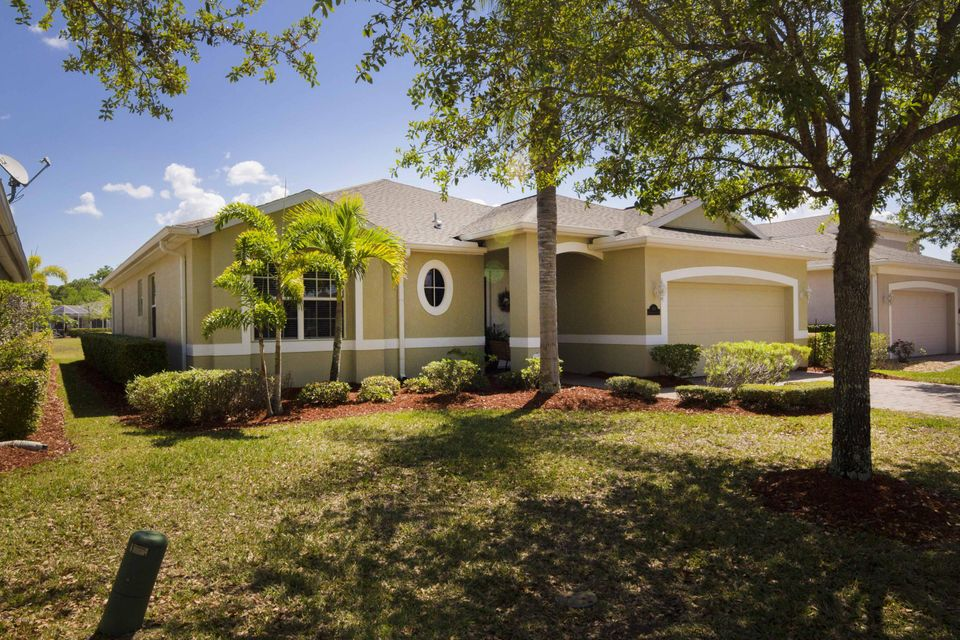 548 Gardendale Circle, Palm Bay, FL 32909