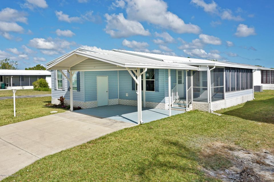 Single Family Home for Sale at 612 Puffin 612 Puffin Barefoot Bay, Florida 32976 United States