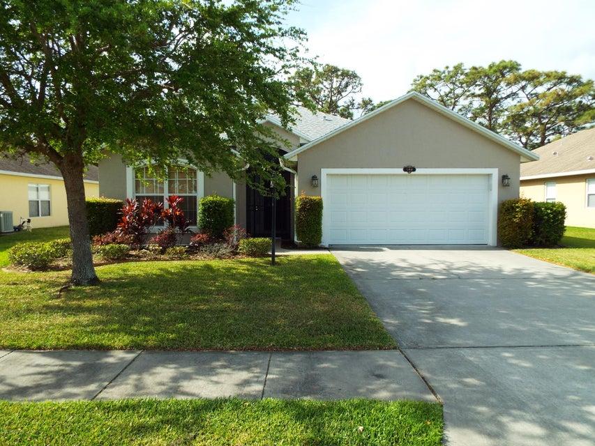 940 NE Tavernier Circle, Palm Bay, FL 32905