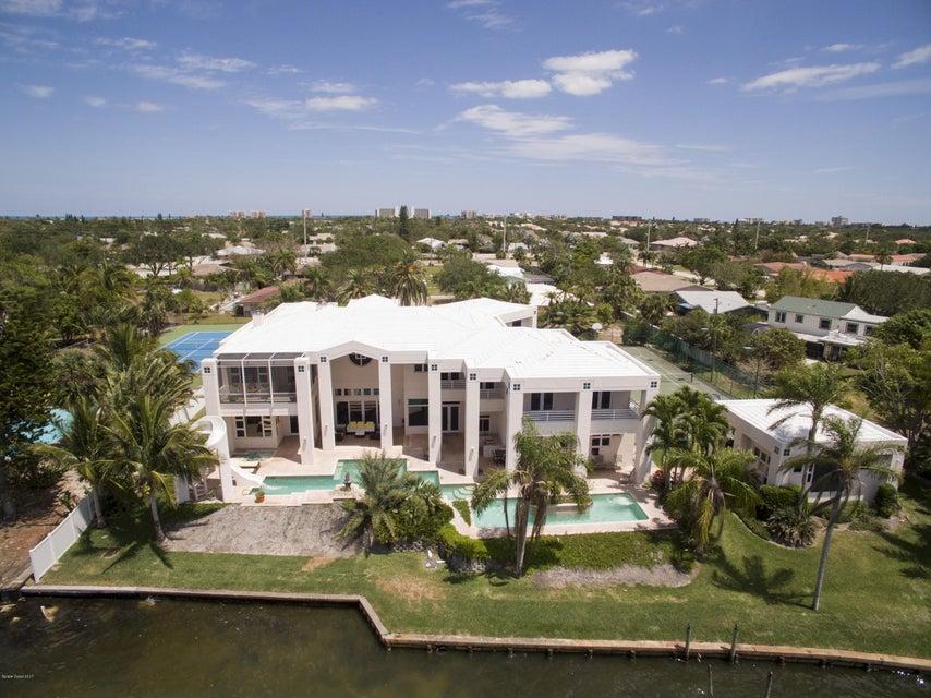 Maison unifamiliale pour l Vente à 639 Alamanda Indialantic, Florida 32903 États-Unis