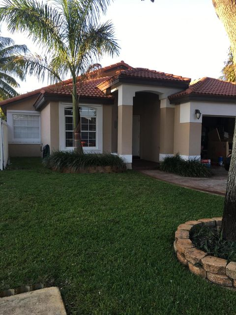 Single Family Home for Sale at 8157 NW 201st Hialeah, Florida 33012 United States