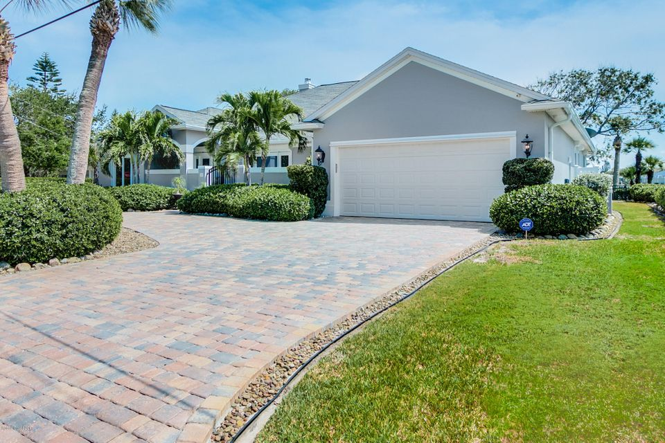 단독 가정 주택 용 매매 에 110 W Bay Cocoa Beach, 플로리다 32931 미국