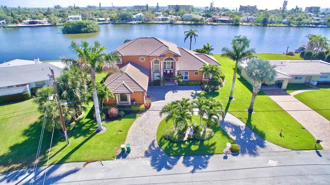 Maison unifamiliale pour l Vente à 1741 Bayshore Cocoa Beach, Florida 32931 États-Unis