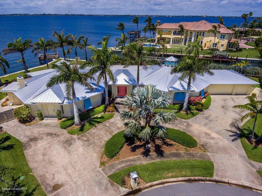 Maison unifamiliale pour l Vente à 847 Malibu Indialantic, Florida 32903 États-Unis