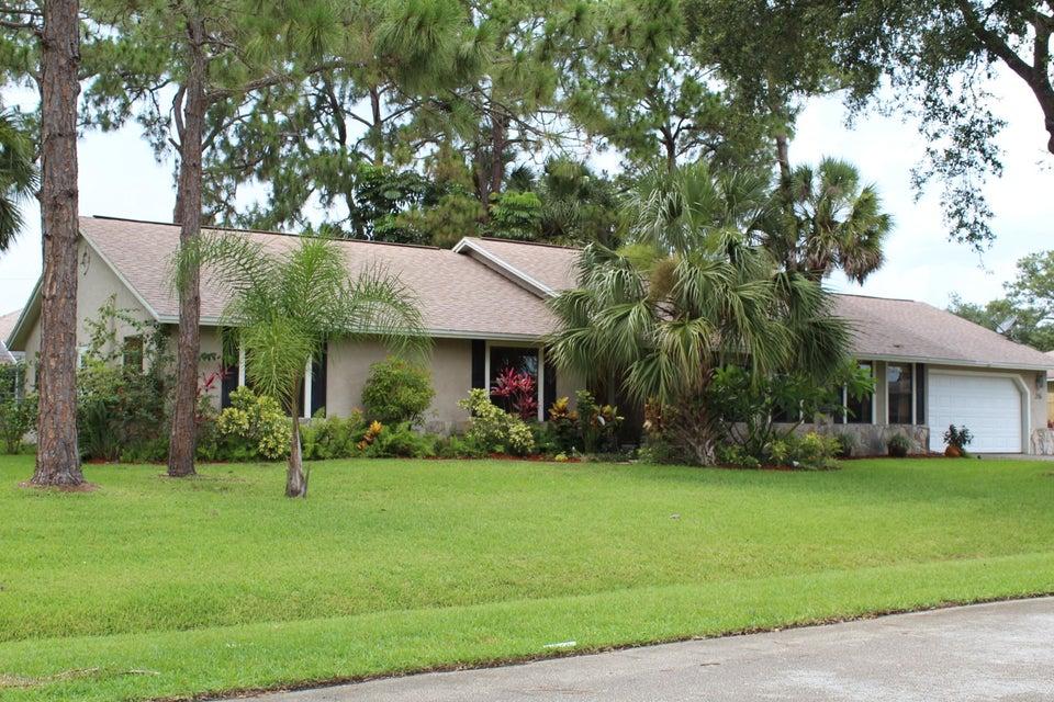 215 Neville Circle, Palm Bay, FL 32907