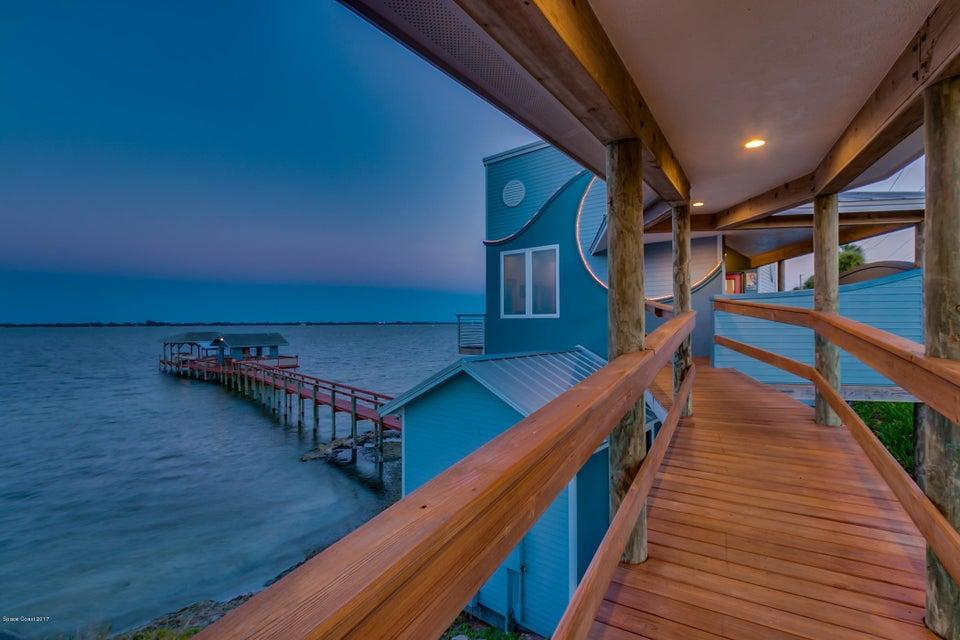 Maison unifamiliale pour l Vente à 5065 N Highway 1 5065 N Highway 1 Palm Shores, Florida 32940 États-Unis