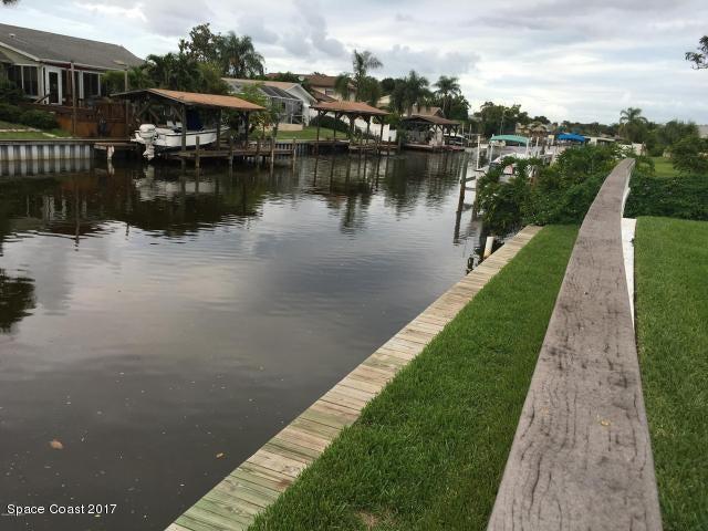 独户住宅 为 出租 在 110 Via De La Reina 梅里特岛, 佛罗里达州 32953 美国