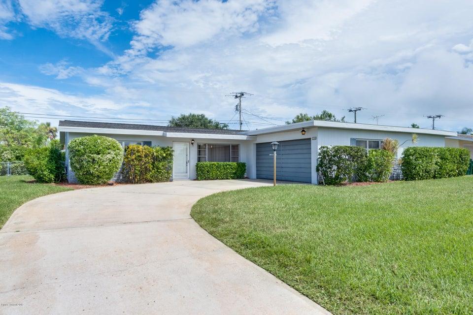 Maison unifamiliale pour l Vente à 401 Rosedale 401 Rosedale Satellite Beach, Florida 32937 États-Unis
