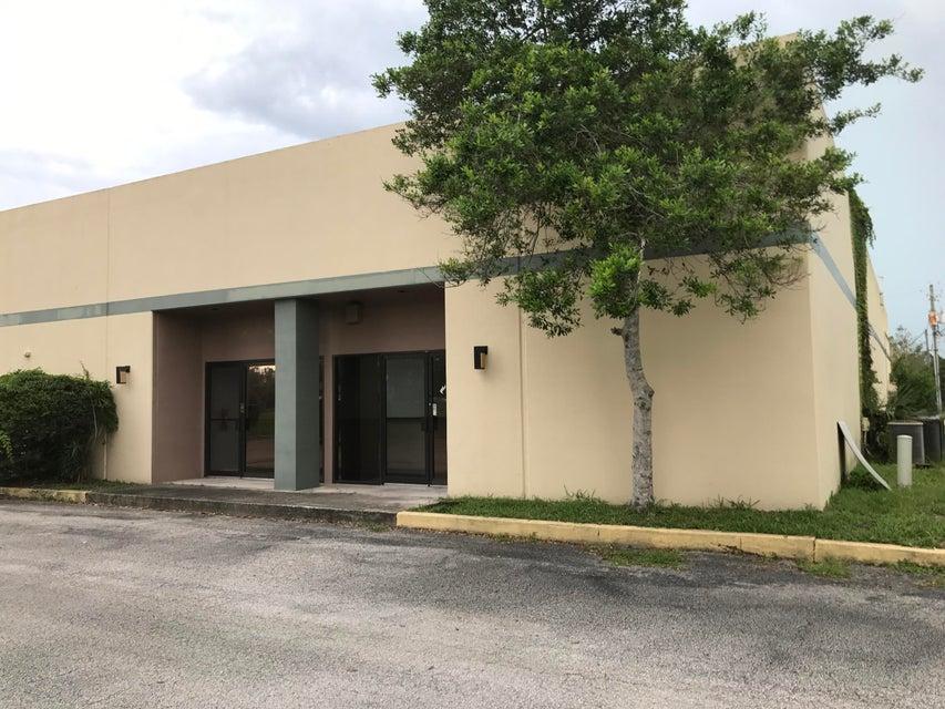 Commercial pour l à louer à 250 E East 250 E East Melbourne, Florida 32904 États-Unis