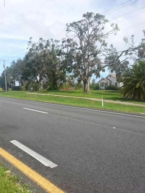 Comercial por un Venta en 2719 Highway 1 2719 Highway 1 Mims, Florida 32754 Estados Unidos