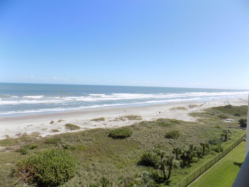 Moradia para Arrendamento às 1860 N Atlantic 1860 N Atlantic Cocoa Beach, Florida 32931 Estados Unidos