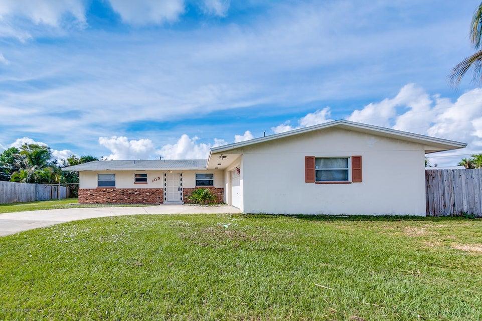Maison unifamiliale pour l Vente à 105 Bay View 105 Bay View Satellite Beach, Florida 32937 États-Unis