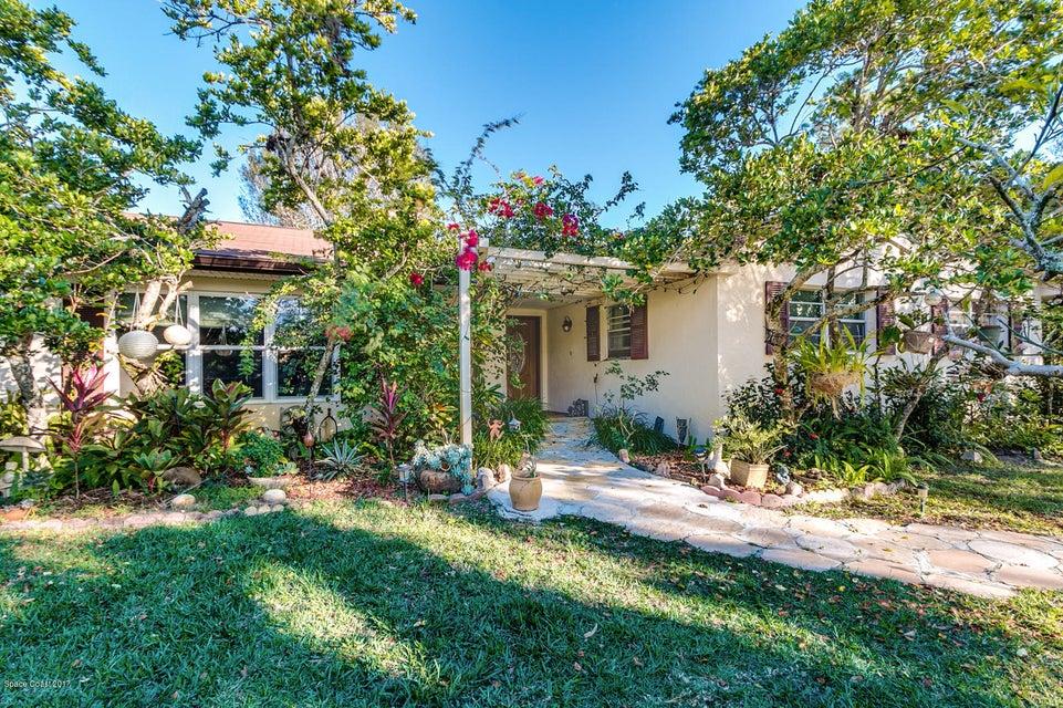 Enfamiljshus för Försäljning vid 2045 Corey 2045 Corey Malabar, Florida 32950 Usa