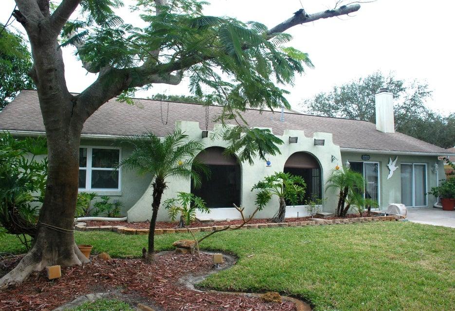 Nhà ở một gia đình vì Bán tại 2610 Elm Hurst 2610 Elm Hurst Merritt Island, Florida 32953 Hoa Kỳ