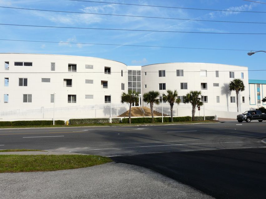 Moradia para Arrendamento às 601 N Miramar 601 N Miramar Indialantic, Florida 32903 Estados Unidos