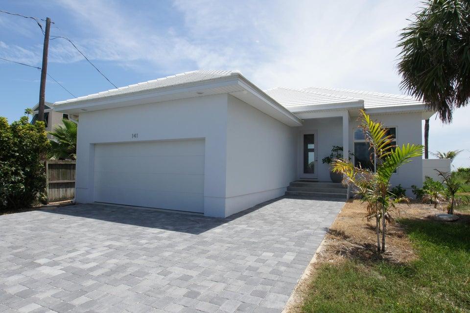 Casa para uma família para Locação às 141 S Atlantic 141 S Atlantic Cocoa Beach, Florida 32931 Estados Unidos