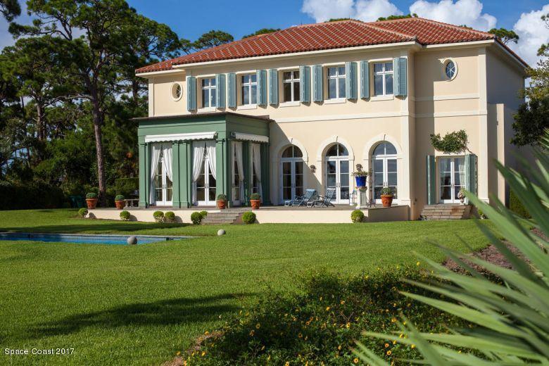 Maison unifamiliale pour l Vente à 3440 N Riverside 3440 N Riverside Indialantic, Florida 32903 États-Unis
