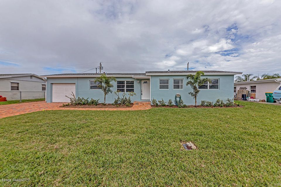 Maison unifamiliale pour l Vente à 341 W Arlington 341 W Arlington Satellite Beach, Florida 32937 États-Unis
